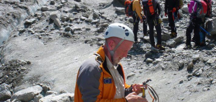 Apprentissage des techniques de montagne lors d'écoles de neige et de glace